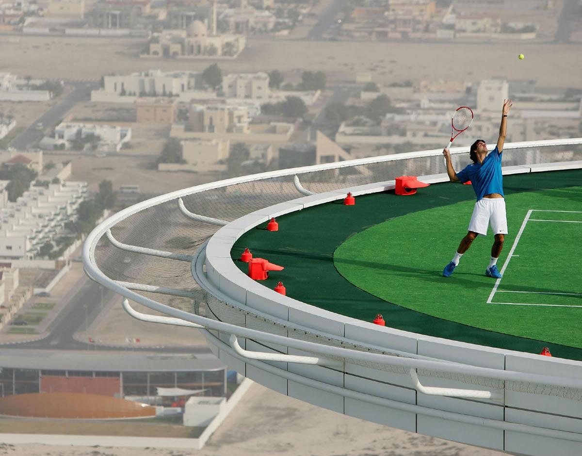 Burj Al Arab - Roger Federer beim Tennis auf dem Heliport