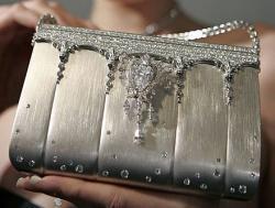 Handtasche mit Diamanten besetzt