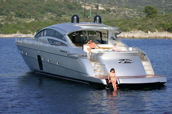 Pershing 72 – moderne Yacht mit reichlich Platz