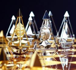 Schachspiel aus Gold und Diamanten von Charles Hollander