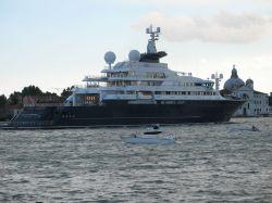 Hochzeit von Angelina Jolie und Brad Pitt auf der Luxus-Yacht Octopus?