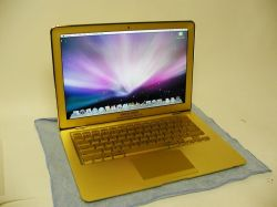 MacBook Air in Gold von Computer Choppers
