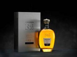 Auchentoshan Distillerie bietet 42-jährigen Whisky