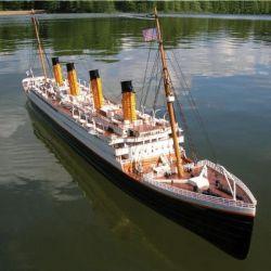 Die Titanic im Garten versenken