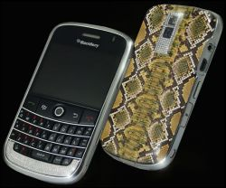 Blackberry mit Diamanten und Pythonleder
