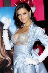 Adriana Lima präsentiert 1,7 Millionen Euro BH in New York