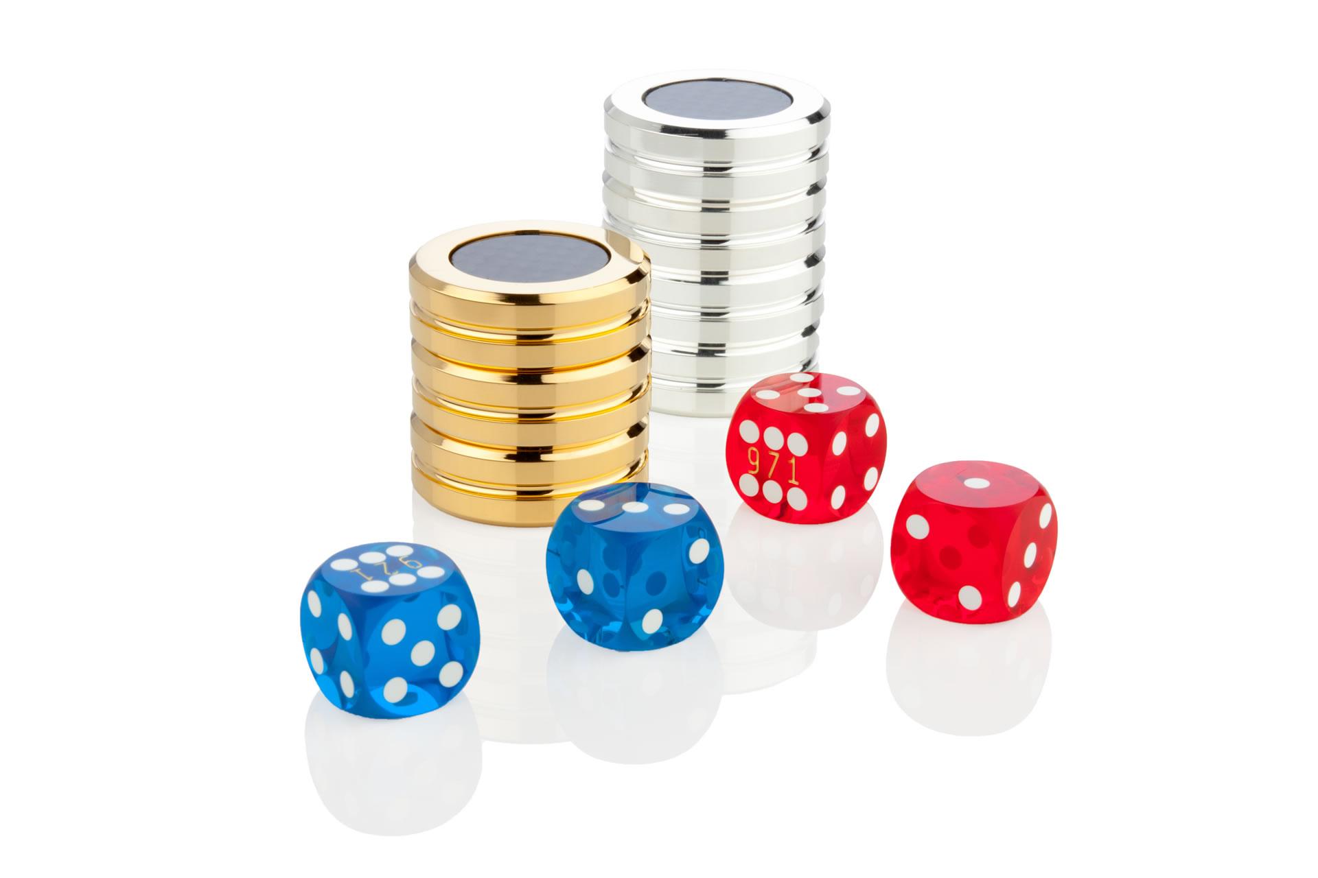 http://richtigteuer.de/wp-content/uploads/2010/10/Vollcarbon_Backgammon_Koffer_2.jpg