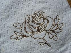 Toilettenpapier mit goldener Prägung