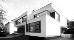 Individuelle Luxushäuser in moderner Architektur