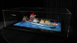 Lego Containerschiff mit Swarovski Kristallen