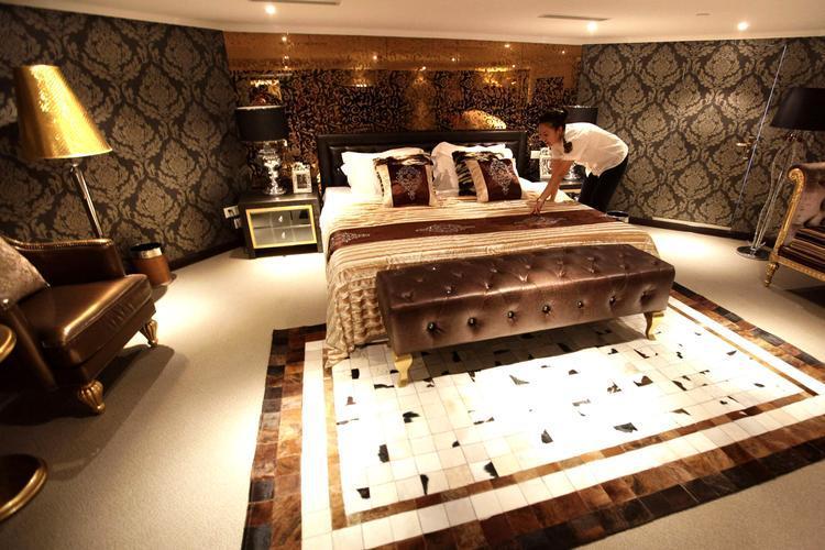 china verwandelt einen flugzeugtr ger in ein luxushotel. Black Bedroom Furniture Sets. Home Design Ideas