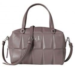 die Frage der Marke bei der Handtaschenwahl