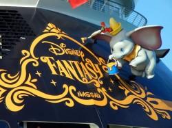 Das Kreuzfahrtschiff Disney Fantasy -  Disney-Figuren Dumbo und die Maus Timothy