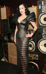 Dita von Teese im gedruckten 3D-Kleid