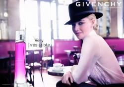 Amanda Seyfried modelt für Givenchy
