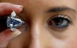 The Blue, der grösste blaue Diamant - by STEFAN WERMUTH/REUTERS