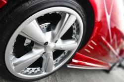 Reifen und Felgen sollten frühzeitig ausgetauscht werden