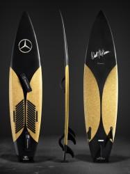 Surfboard mit Mercedes-Benz und Garrett McNamara