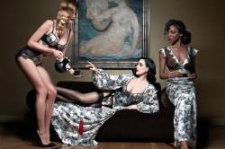 Dita Von Teese und Christian Louboutin zeigen sexy Dessous