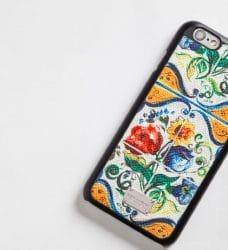 Detail des iPhone-Covers aus der Majolika-Kollektion