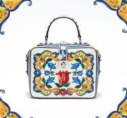 Eine Tasche mit Majolika-Muster.
