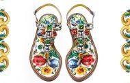 Von Kopf bis Fuß auf Majolika-Mode eingestellt