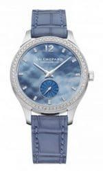 Ein Uhrenmodell de luxe in zartem Blau