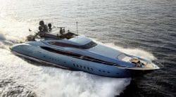 Mit der Blue Ice blitzschnell übers Meer yachten
