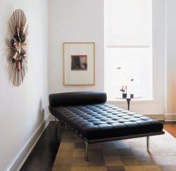 Den Barcelona-Chair gibt es auch als Liege