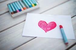 Liebe aufs Papier gebracht: ein gemaltes Herz