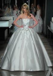 Eines der Brautkleider von Reem Acra