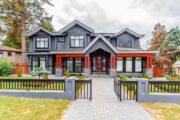 Ein exklusiver Zaun verschönert das Eigenheim