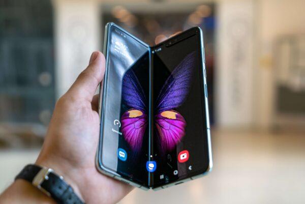 Neuer, alter Trend: Faltbare Smartphones könnten bald günstiger werden - das neue Klapphandy