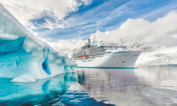 Luxus-Expeditionsyacht der Superlative Crystal Endeavor sticht in See